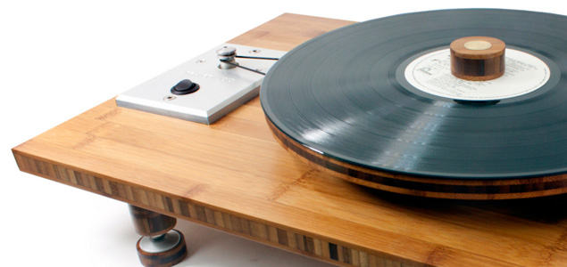 Un turntable fabricado con bambú