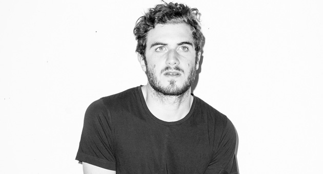 "Nicolas Jaar comparte ""Sirens (Network Version)"""